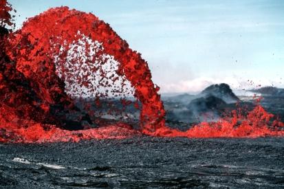lava Pahoeoe_fountain_edit2
